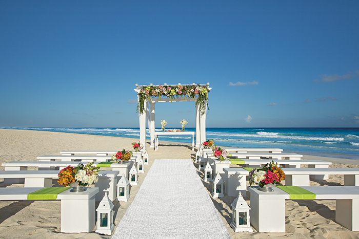 sevcu_weddingbeach_whitegreen_2