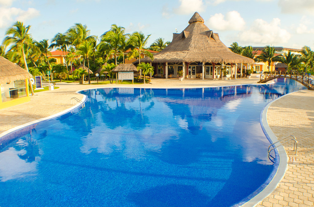 ocean-maya-royale-main-pool