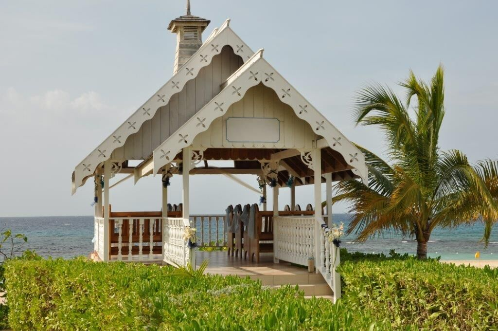 wedding_chapel_on_beach_preview