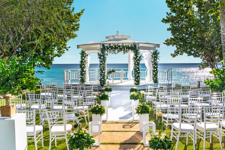 Go Fully Tropical For Your Destination Wedding